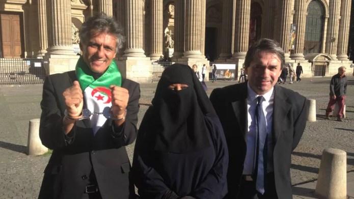 Rachid Nekkaz, devant Saint-Sulpice après avoir payé l'amende d'une femme en burqa, le 4 octobre.