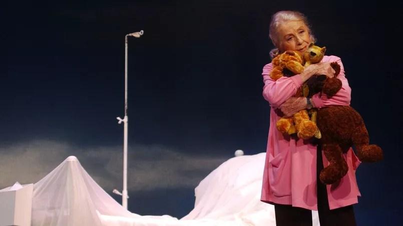 Danielle Darrieux, sur scène en 20003. Ce 1er mai, l'actrice française fête ses 100 ans.