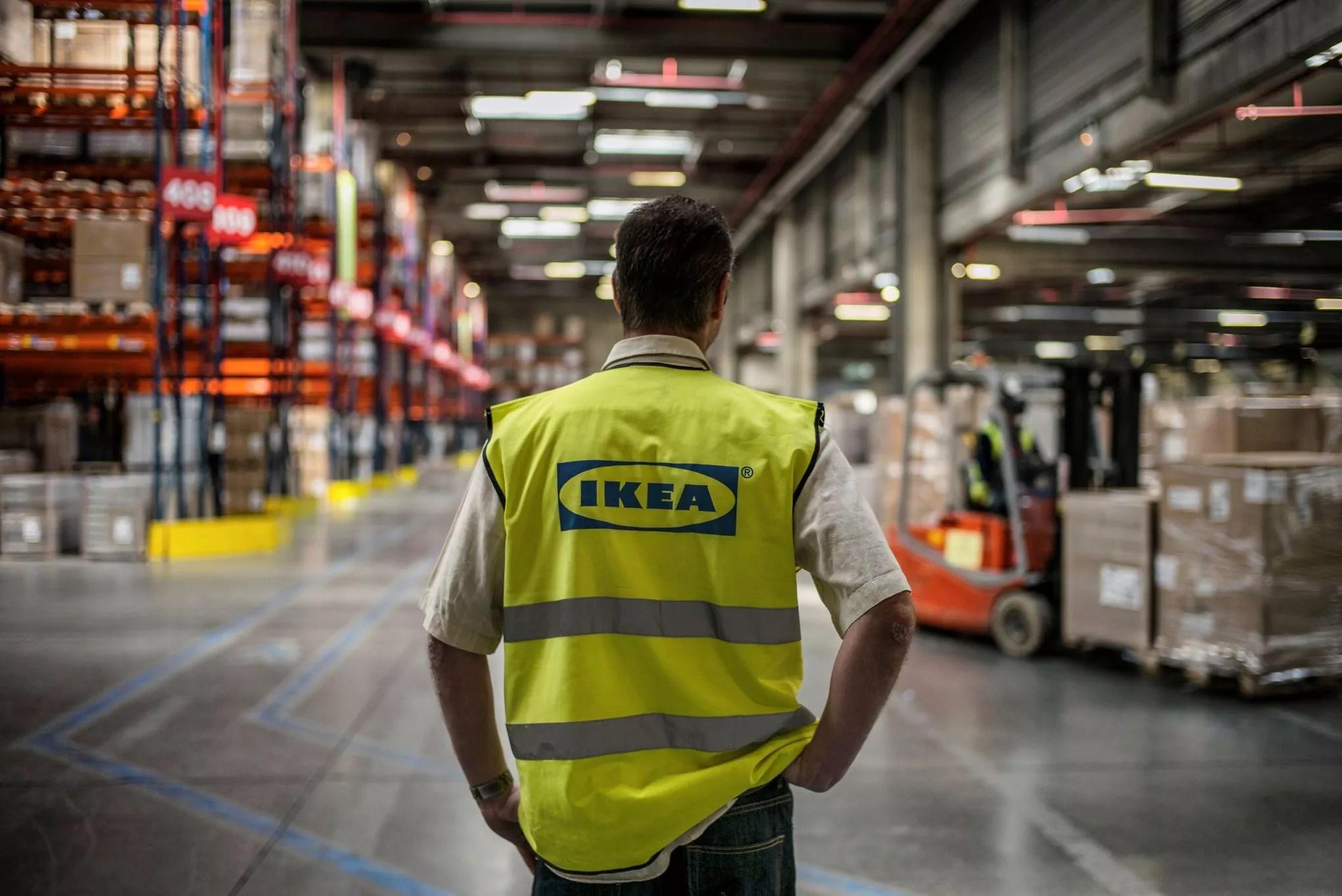 Espionnage Chez Ikea Le Parquet De Versailles Demande Un