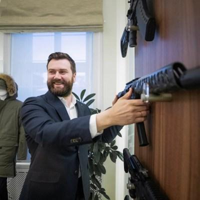 Kalashnikov Woos With Smartphone-Syncing Shotgun, Eyes Production in India