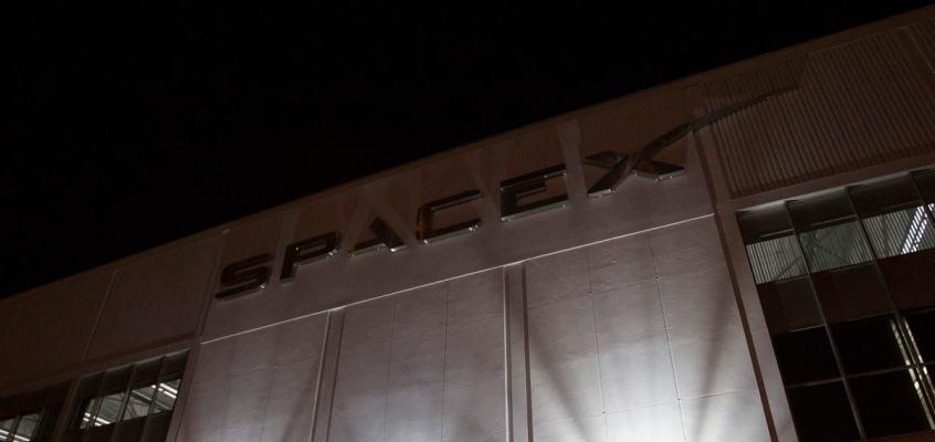 Elon Musk's SpaceX Wins $2.9 Billion Moon Lander Contract