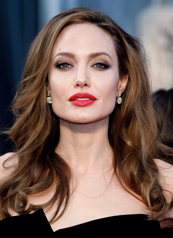 """Vaizdo rezultatas pagal užklausą """"Angelina Jolie"""""""