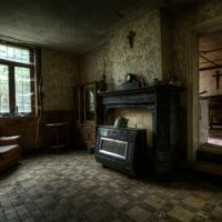 Stunning Pics Of An Abandoned Farmhouse Where The Bed Is Still Made (PHOTOS)