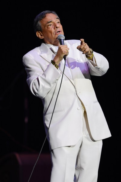 Jose Jose, Mexican Singer, Falls Off Stage During ...