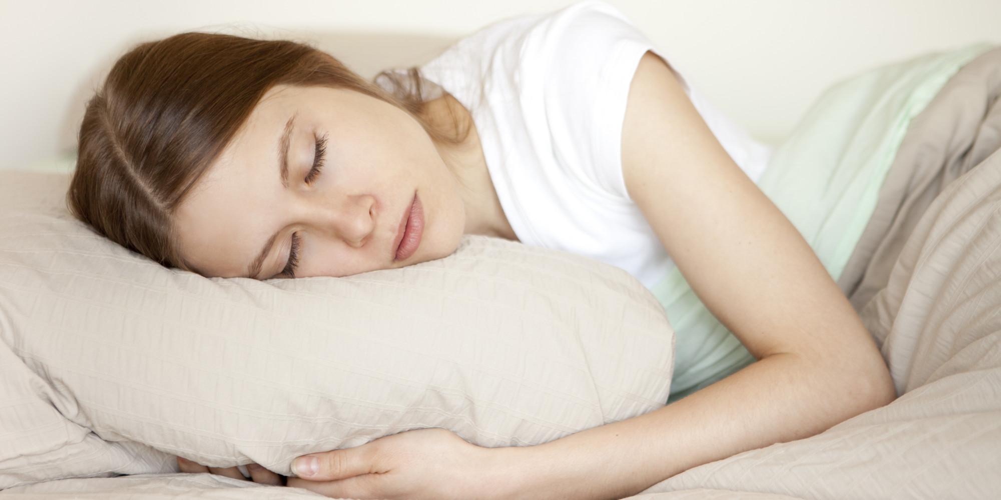 o-WOMAN-SLEEPING-PILLOW-facebook Buat Kamu yang Kurang Tidur, Lakukan 6 Cara Ini Agar Tetap Segar Saat Bangun di Pagi Hari