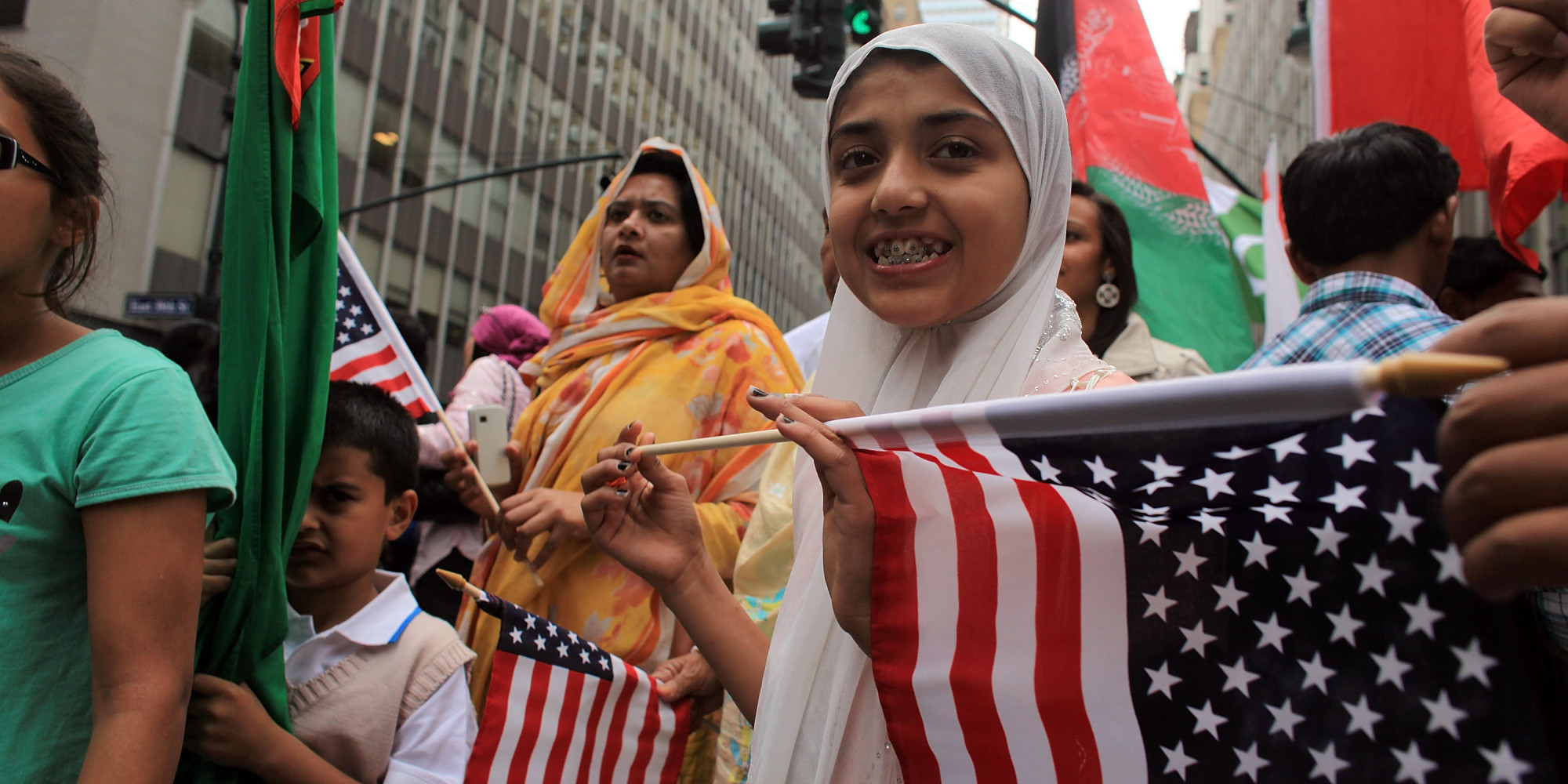https://i2.wp.com/i.huffpost.com/gen/1700590/images/o-AMERICAN-MUSLIMS-PARADE-facebook.jpg