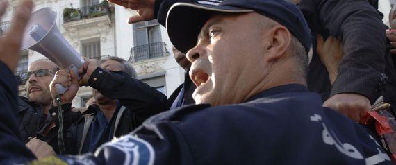 https://i2.wp.com/i.huffpost.com/gen/5623490/images/n-ALGERIA-POLICE-large570.jpg