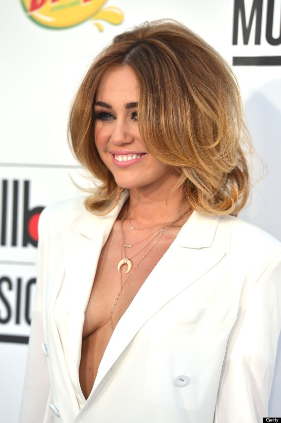 Miley Cyrus Forgets Her Skirt On Billboard Music Awards