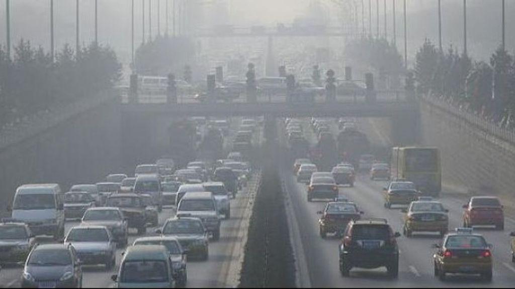 Organizaciones ecologistas exigen al sector del automóvil y del petróleo que no obstaculicen la transición energética