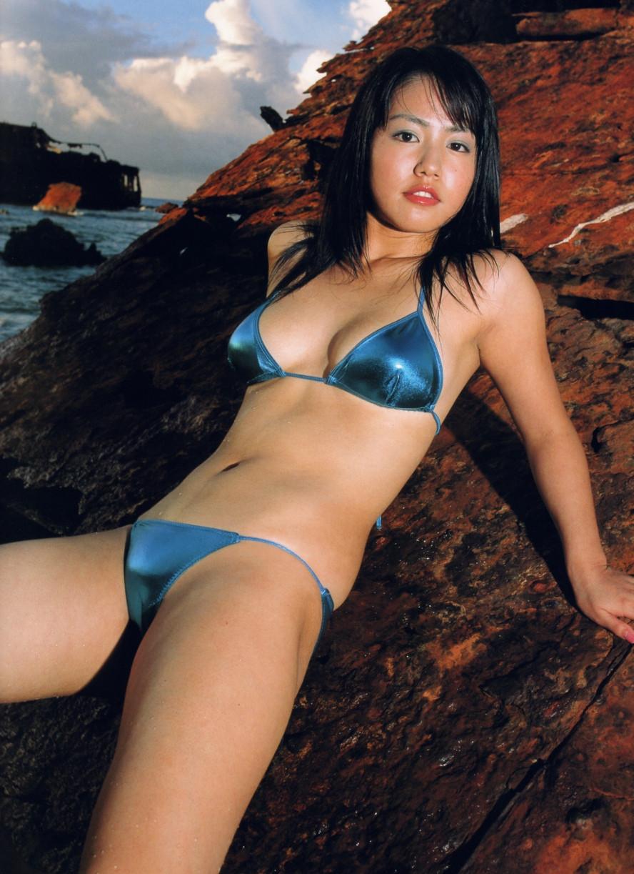 Isoyama-Sayaka-her-mavelous-youthful-days-080