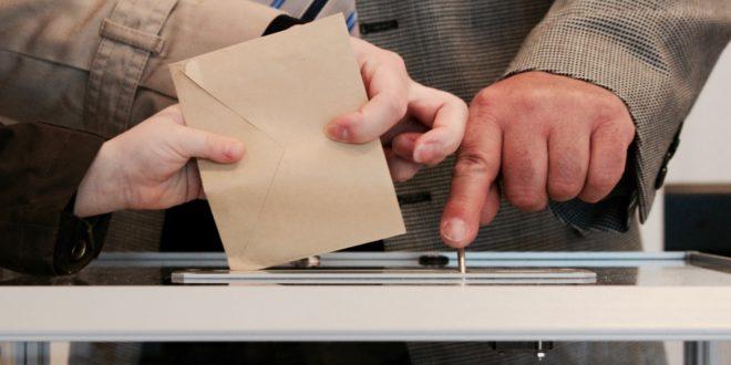 IU Exterior recopila casos de incidencias con el voto rogado para preparar una denuncia colectiva