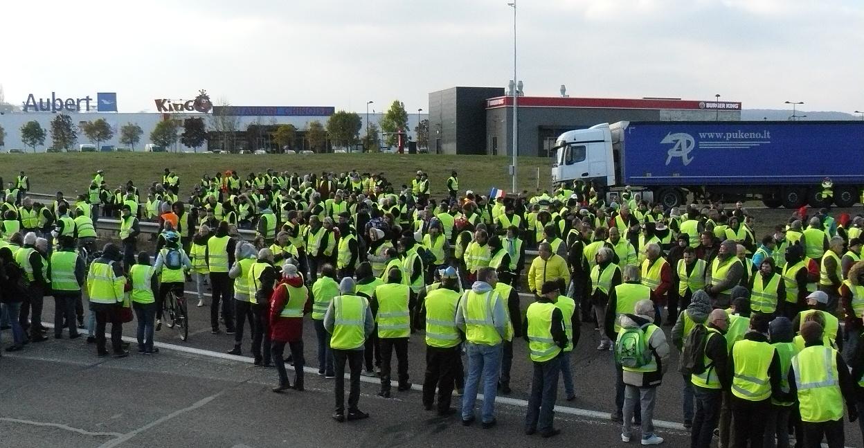 Continúa la represión: 163 detenidos durante las protestas de los 'chalecos amarillos' en París