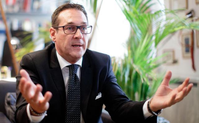 Cae el Gobierno austríaco por un escándalo de corrupción del líder ultra