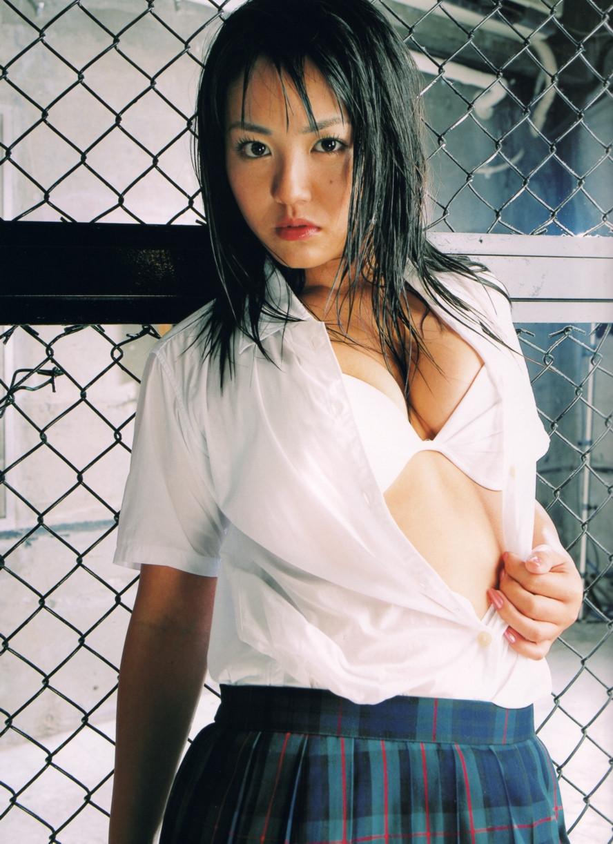 Isoyama-Sayaka-her-mavelous-youthful-days-014