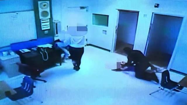 Vídeo | Un policía de Florida agarra por el cuello a una niña de 15 años y la arroja contra el suelo en una escuela