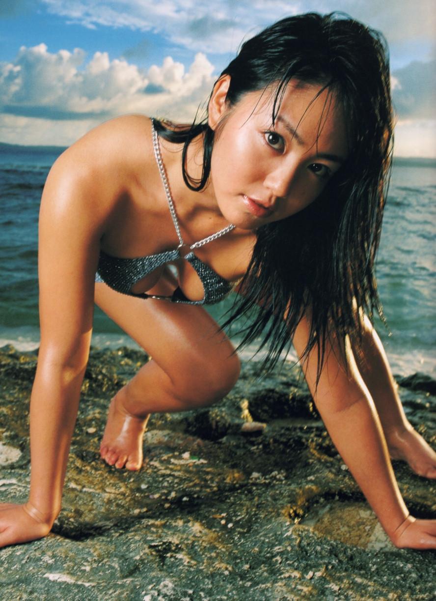 Isoyama-Sayaka-her-mavelous-youthful-days-010