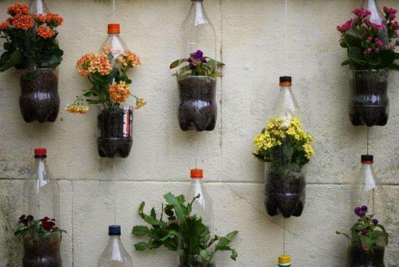 kerajinan tangan dari barang bekas botoh jadi pot bunga gantung