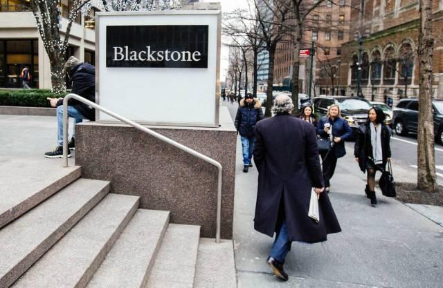 Blackstone está subiendo precios de viviendas de forma encubierta y saltándose la nueva ley de alquiler
