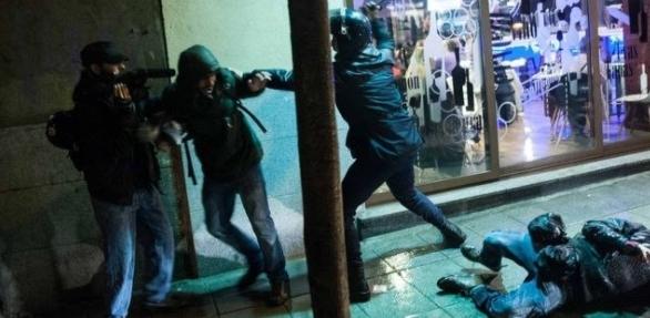 Interior tendrá que indemnizar a un reportero por las agresiones de los antidisturbios cuando grababa una detención en 2014