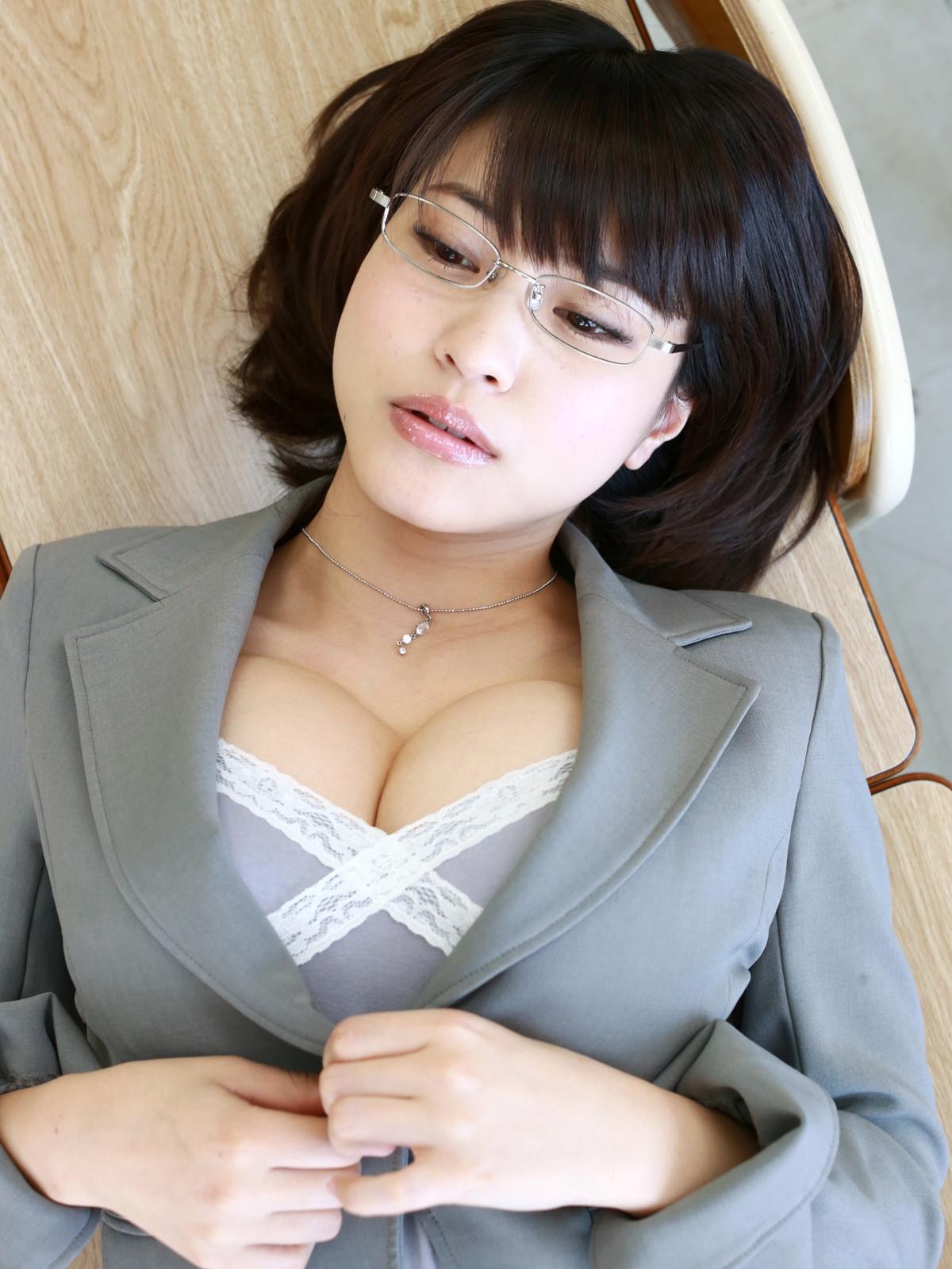 岸明日香 魅惑の女教師 グラビア 0025