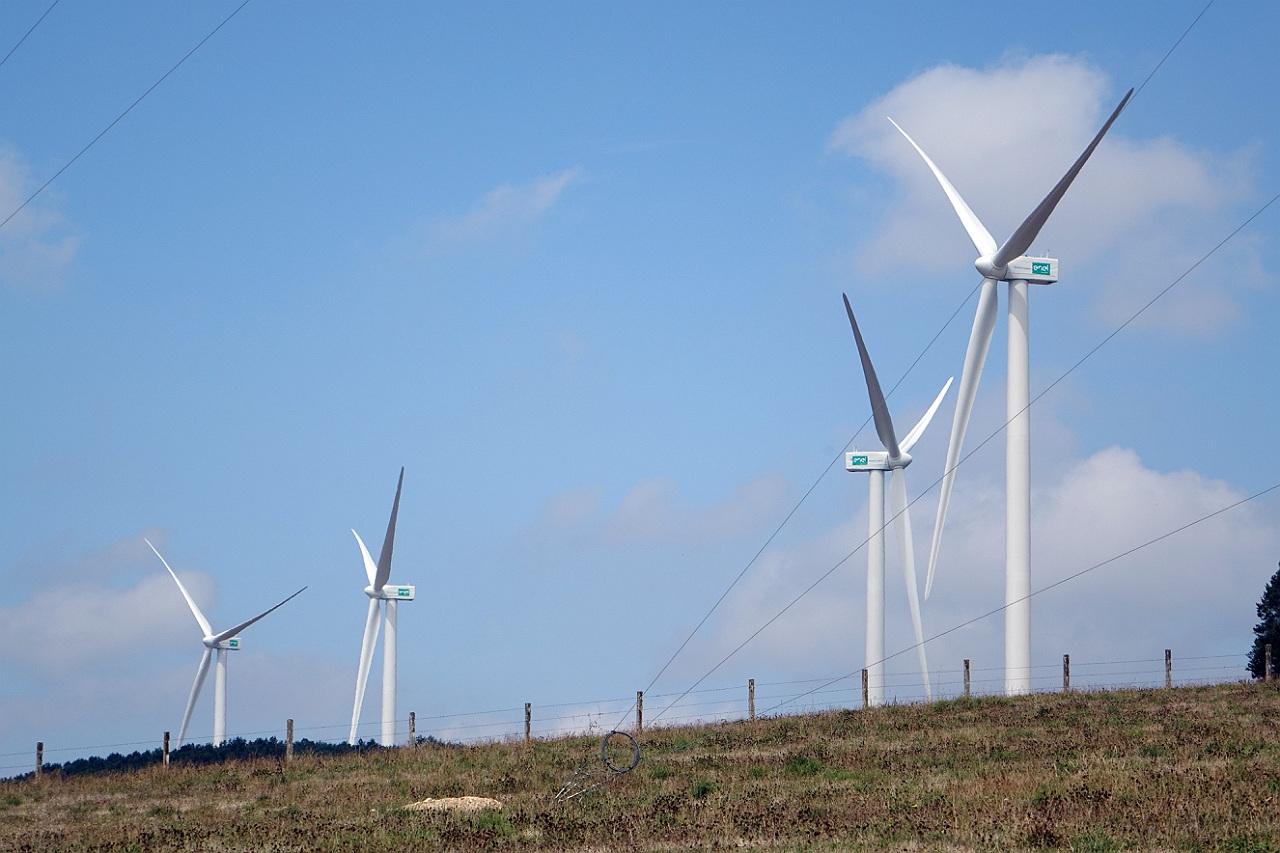 El Gobierno de Feijóo anuncia inversiones millonarias en el Xacobeo 2021 mientras arruina con eólicos el paisaje de algunos de los mejores tramos del Camino de Santiago