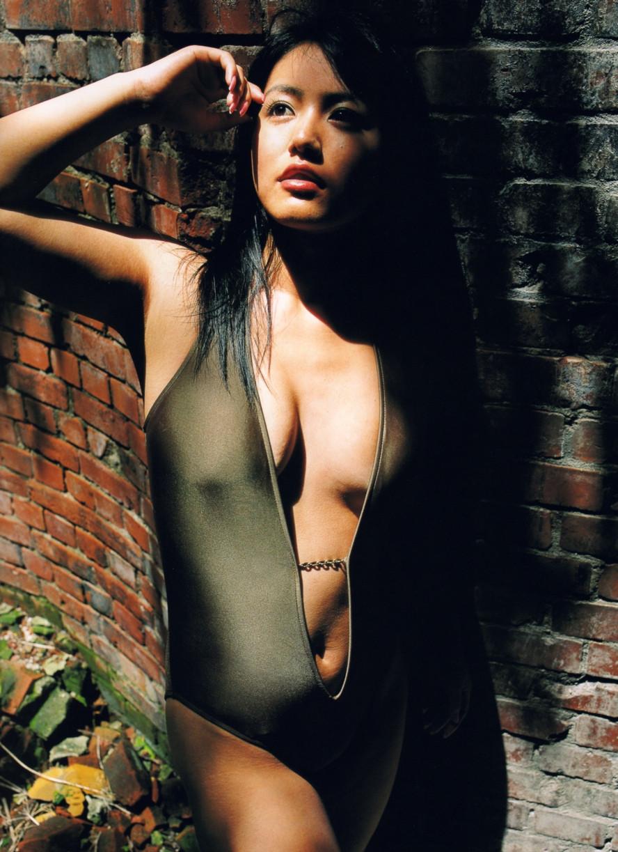 Isoyama-Sayaka-her-mavelous-youthful-days-011