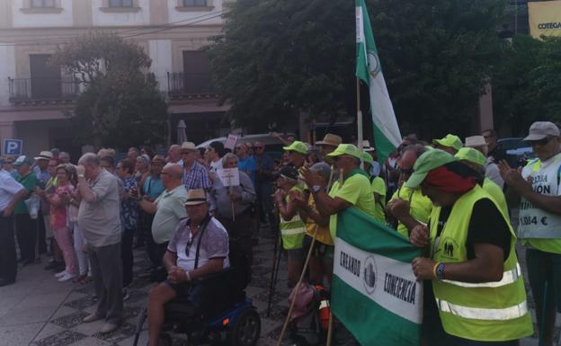 Dos columnas de pensionistas, una desde Bilbao y otra desde Cádiz, avanzan imparables hacia Madrid