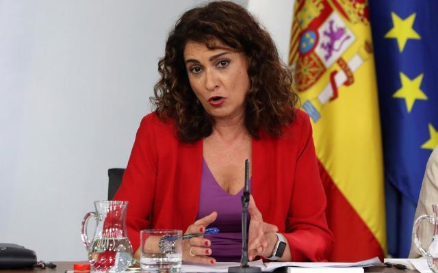La ministra de Hacienda no subirá el IRPF a las rentas más altas por ser una medida de Podemos