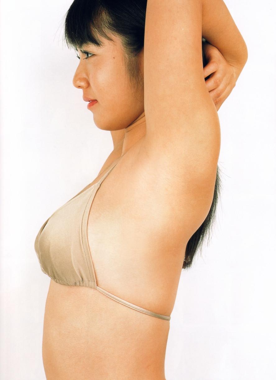 Isoyama-Sayaka-her-mavelous-youthful-days-072