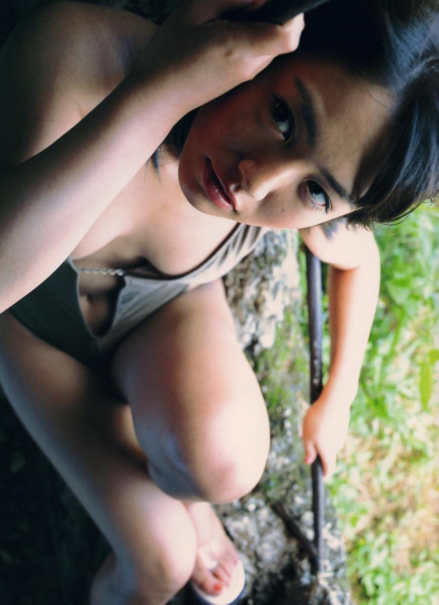 Isoyama-Sayaka-her-mavelous-youthful-days-028