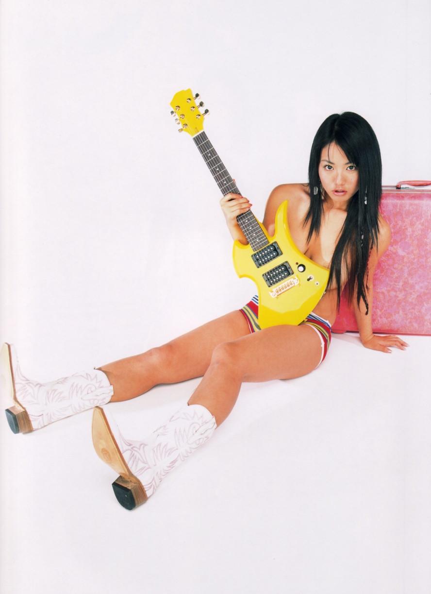 Isoyama-Sayaka-her-mavelous-youthful-days-038