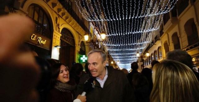 Zaragoza cuadruplica su presupuesto en luces navideñas a base de recortes sociales
