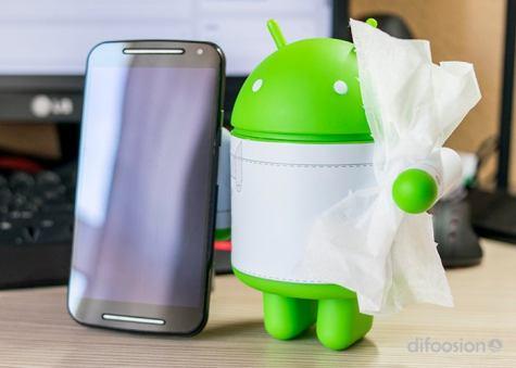 Limpia tu celular Android con franela especial.