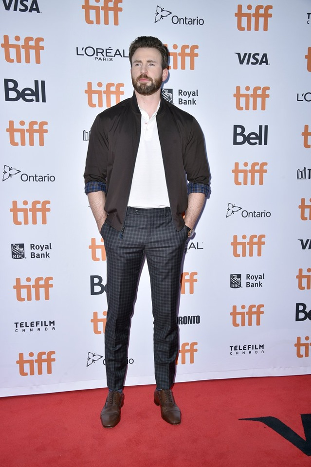 KNIVES-OUT-TIFF-19-10
