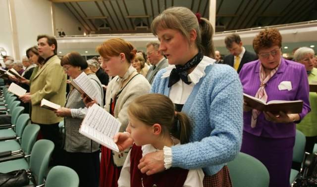Abstenerse de la sangre por mandato de Dios: una testigo de Jehová muere tras oponerse a una transfusión