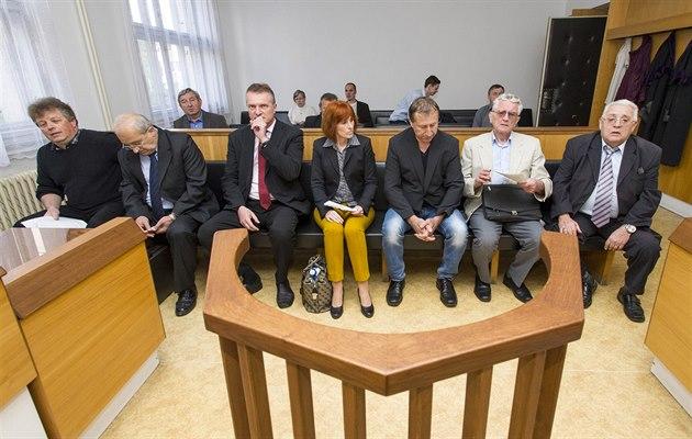 Obžalovaní zastupitelé Jaroměře u Okresního soudu v Náchodě (28. 4. 2014)