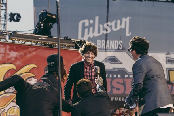 Pierce The Veil presenting Oli Sykes of Bring Me The Horizon with the Best International Band Award