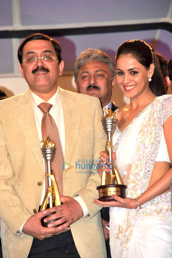 Genelia Dsouza with award