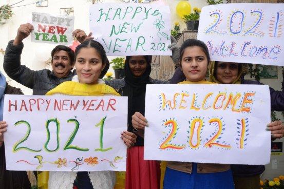 Πώς να πείτε «Ευτυχισμένο το Νέο Έτος» σε Ουαλικά, Ισπανικά, Γαλλικά και 15 άλλες γλώσσες σε όλο τον κόσμο