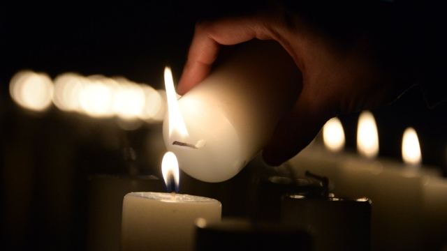 https inews co uk news uk holocaust memorial day light candle time tonight theme darkness explained 846215