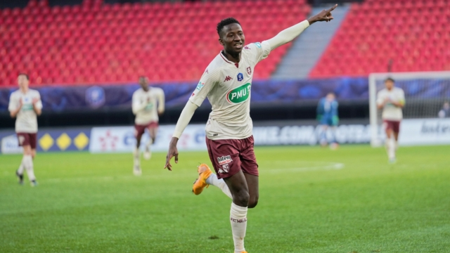 VALENCIENNES, FRANCE - MARCH 06: Pape Matar Sarr of FC Metz celebrates after scoring his teams fourth goal during Coupe de France, round of 32, Valenciennes FC (VAFC) vs Metz FC on March 6, 2021 at Hainaut Stadium in Valenciennes, France. (Photo by Sylvain Lefevre/Getty Images)