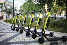 Elektryczne hulajnogi i carsharing coraz popularniejsze w Polsce