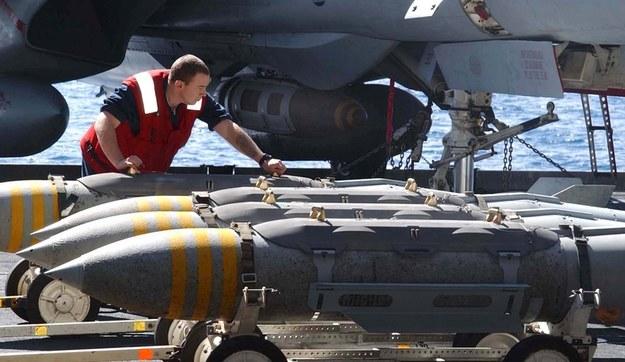 Jeden z najprostszych środków przenoszenia głowic E - bomba MK-84 JDAM                                     Fot. US Navy /materiały prasowe