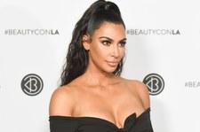 Kim Kardashian ubrana przez męża. Ładnie?