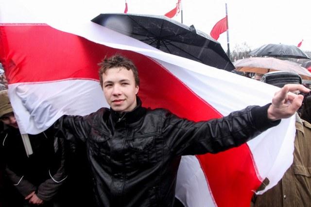 Mieszkający poza granicami Białorusi Protasiewicz był jednym z autorów prowadzonego w Telegramie opozycyjnego kanału Nexta, który władze w Mińsku uznały za ekstremistyczny /AFP