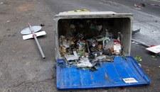 Na ulicach zalegają śmieci. Służby komunalne: to eksperyment