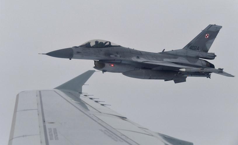 Na zdjęciu: Polski F-16 w czasie bałtyckich manewrów NATO /JOHN THYS /AFP