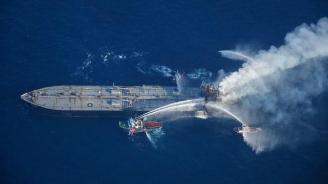 Pożar tankowca New Diamond. Statek znajduje się niedaleko wschodniego wybrzeża Sri Lanki. /SRI LANKAN AIR FORCE MEDIA /PAP/EPA