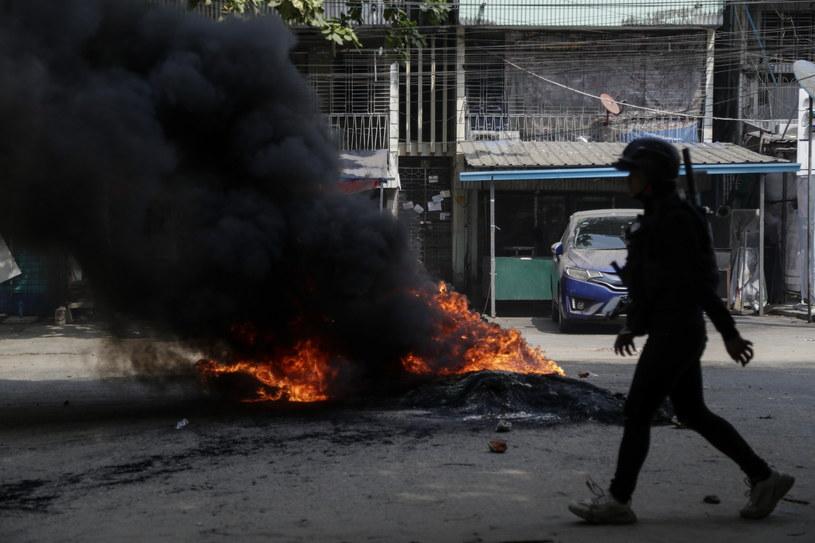 W Birmie trwają protesty przeciwko wojskowej juncie /STRINGER /PAP/EPA