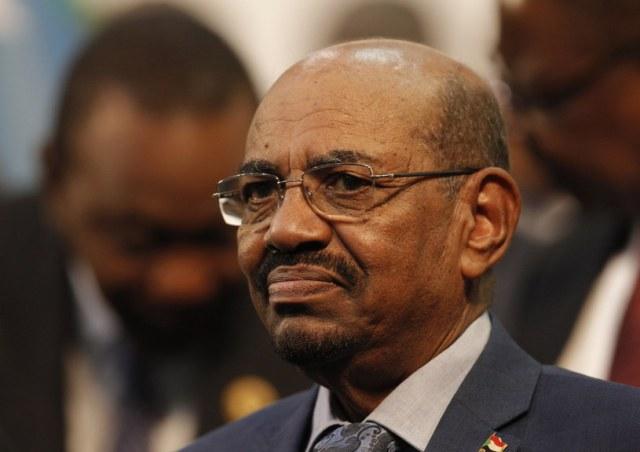 W czwartek, po blisko 30 latach sprawowania władzy, prezydent Sudanu Omar Baszir ustąpił ze stanowiska /Kim Ludbrook  /PAP/EPA